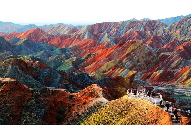 surprisinglives.net/zhangye-rainbow-mountains/