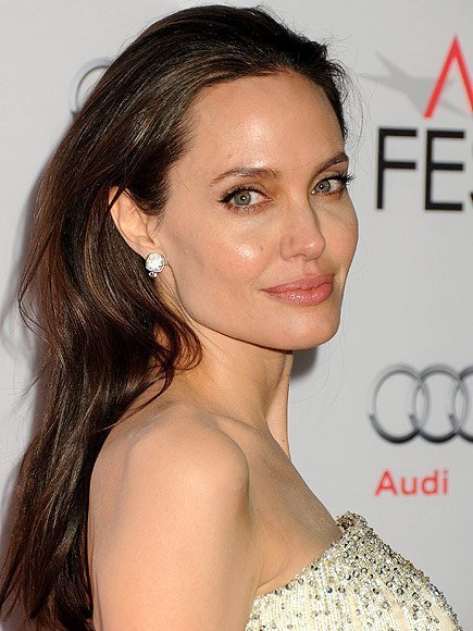 surprisinglives.net/angelina-jolie-admirable-woman/